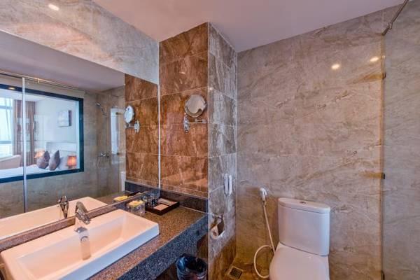 Phòng tắm sạch sẽ tiện nghi.