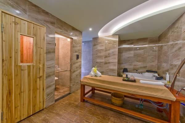 Phòng spa tại khách sạn sẽ mang đến cho du khách những giây phút thư giản thoải mái.