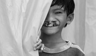 """""""Đằng sau nụ cười"""" - tác giả Trần Trọng Lượm. Ảnh: vnexpress"""