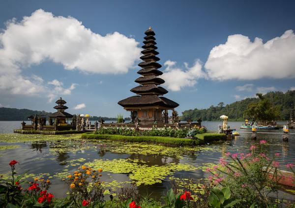 Ngôi đền Pura Ulun Danu Brata, Bali, Indonesia.