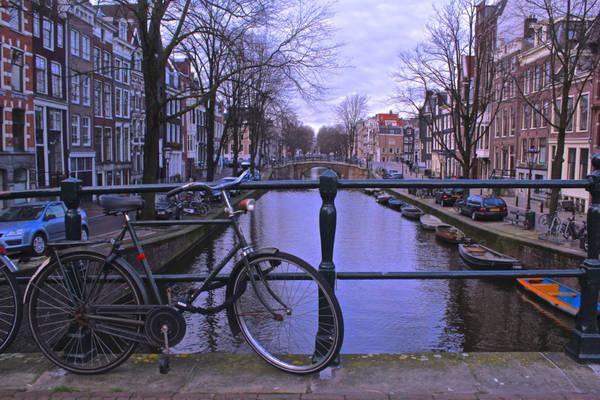 Thành phố Amsterdam đã trở thành một hiện tượng du lịch, và là một điểm đến được các bạn trẻ rất yêu thích.