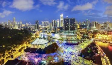 11.Singapore Đất nước Singapore xinh đẹp, tuy nhỏ bé nhưng lại có một nền kinh tế phát triển bậc nhất châu Á và thế giới. Sân bay quốc tế Changi của Singapore  hàng năm chào đón hàng triệu lượt khách từ khắp nơi trên thế giới, và quốc gia này luôn dẫn đầu danh sách các sân bay tốt và tiện nghi nhất thế giới. Ảnh: Roughguides