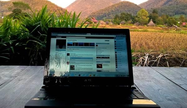 Có nên mang theo laptop trong các chuyến đi du lịch?