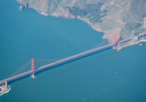 Cầu Cổng Vàng nhìn từ máy bay.