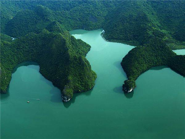 Những hình ảnh tuyệt đẹp của Vịnh Hạ Long được chụp từ Thủy phi cơ.