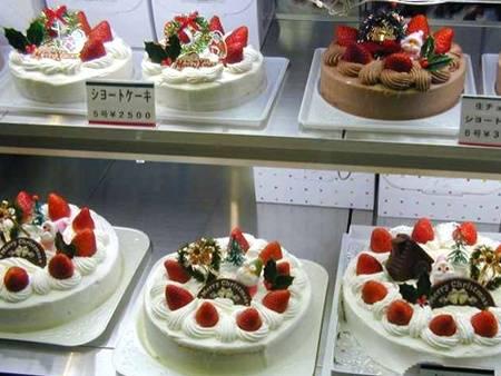 Người Nhật có thói quen ăn bánh kem ngày Giáng sinh