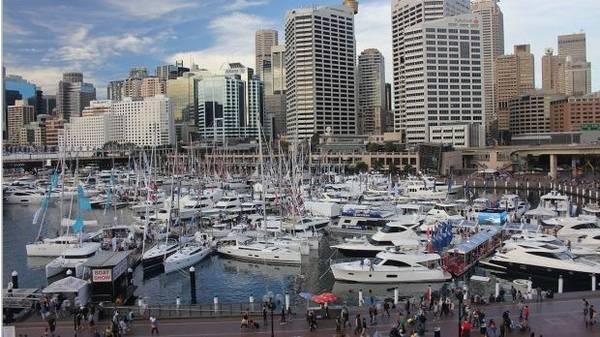 Cảng biển Darling Harbour Sydney - một khu vực giải trí lớn gần khu trung tâm thương mại Sydney.