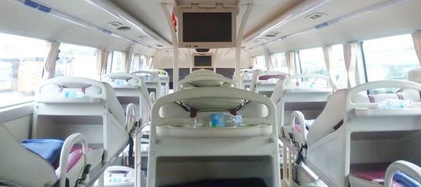 Nội thất bên trong xe Trà Lan Viên.