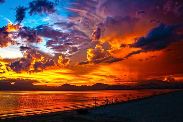 Khung cảnh hoàng hôn bên bãi biển của Đà Nẵng.