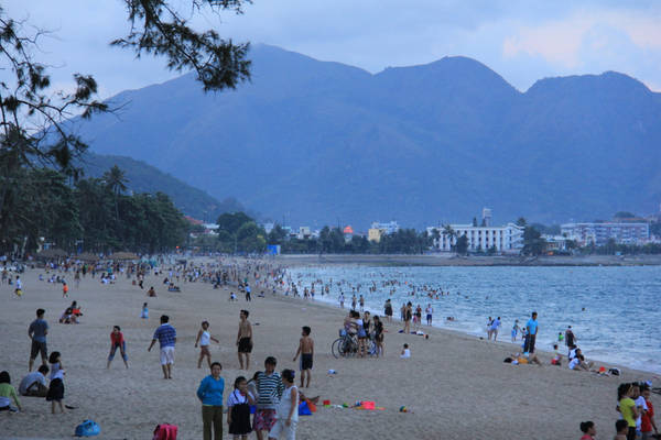 Một góc xinh đẹp và nhộn nhịp của bãi biển Nha Trang