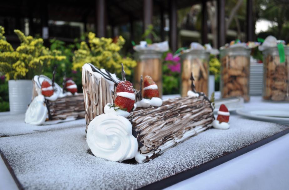 Du khách cũng sẽ được thưởng thức bánh kem truyền thống cho dịp lễ đặc biệt này.