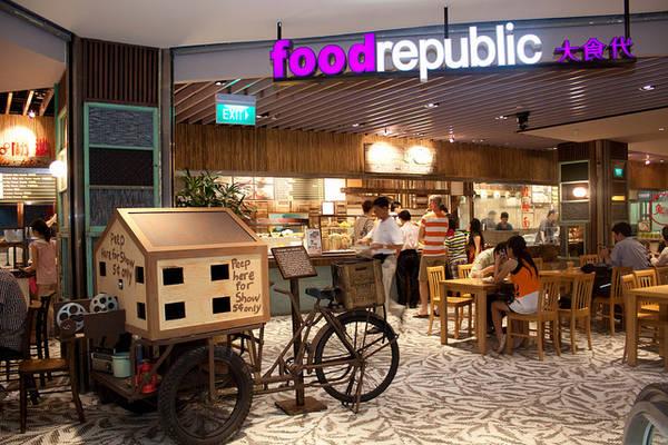 Khu ẩm thực Food Republic là một nơi tuyệt vời để kết hợp giữa việc mua sắm và khám phá ẩm thực.