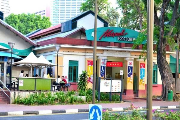 Phía bên ngoài của Trung tâm ẩm thực Maxwell Road Hawker Centre.