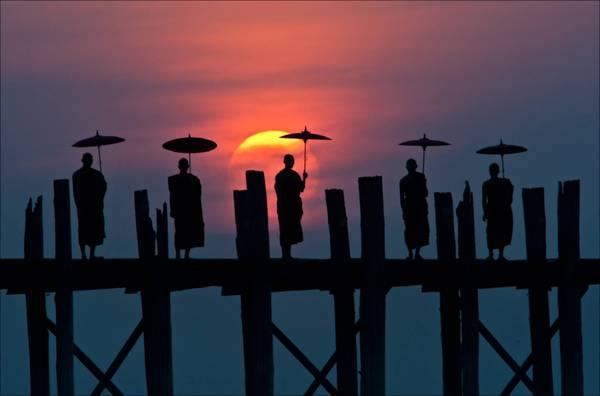 Cây cầu gỗ này đã từng được chuyên trang du lịch CNNGo bình chọn là một trong những nơi ngắm hoàng hôn đẹp tuyệt vời nhất thế giới.