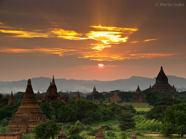 Bagan mang một màu sắc huyền bí, linh thiêng với vô số những bất ngờ thú vị đợi bạn tới khám phá.