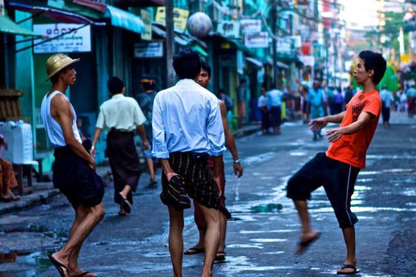 Thành phố Mandalay vô cùng nhộn nhịp với rất nhiều hoạt động thú vị diễn ra trên đường phố
