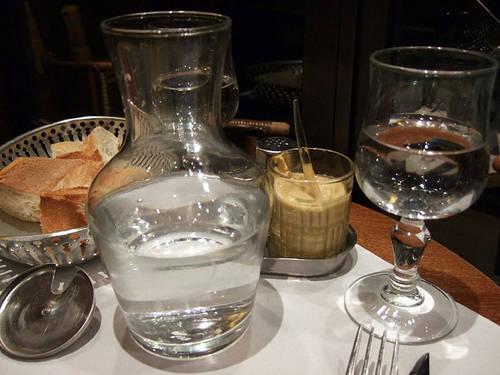 Ở Paris, bạn không nên bỏ tiền ra để mua nước lọc đóng chai.