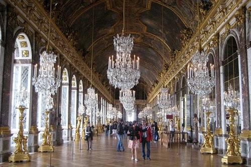 Bạn có thể đến thăm cung điện khác ít du khách hơn như Chantilly thay vì Versailles.