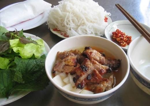 Bún chả đặc trưng của người Hà Nội là món ăn đường phố ngon bậc nhất thế giới