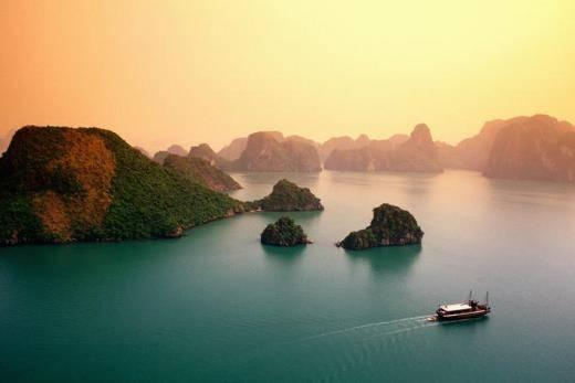 Vịnh Hạ Long được bình chọn là địa điểm có cảnh đẹp như bước ra từ thần thoại.