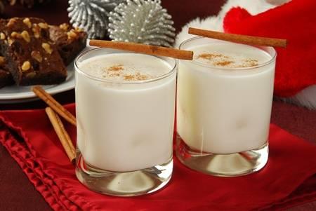 Ly eggnog kem tươi được người Canada ăn dịp Giáng sinh