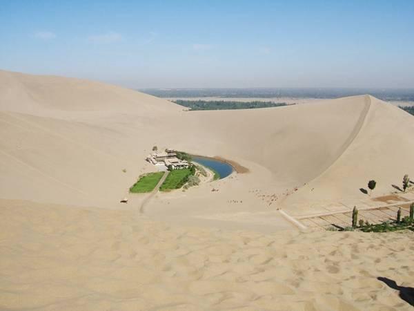 Hồ đã tồn tại ở đây ít nhất 2000năm, nhưng trong vài thập kỷ qua, nó đã dần dần bị thu hẹp lại.