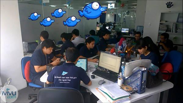 Team IT đoàn kết làm việc
