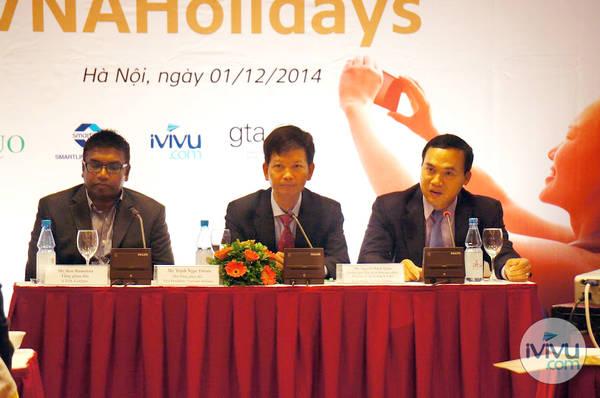 Từ trái qua: Ông Ron Ramanan (Tổng giám đốc công ty GoQuo), Ông Trịnh Ngọc Thành (Phó Tổng giám đốc Vietnam Airlines), ông Nguyễn Mạnh Quân (Trưởng ban Tiếp thị và bán sản phẩm của Vietnam Airlines)