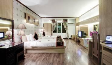 Phòng nghỉ sang trọng của  khách sạn Indochina Legend 2 Hà Nội. Ảnh: iVIVU.com