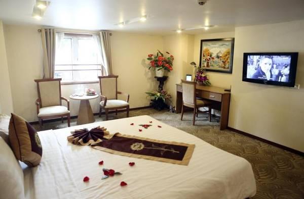 Khách sạn Hồ Gươm sẽ làm hài lòng cả những khách hàng khó tính nhất bởi trang thiết bị nội thất tiện nghi cùng các dịch vụ hoàn hảo.