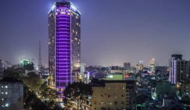 Khách sạn Pullman Saigon Centre lung linh trong đêm. Ảnh: iVIVU.com