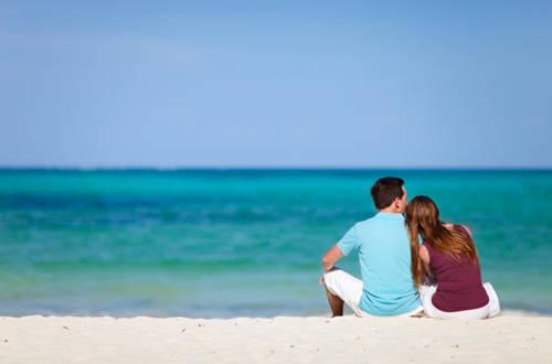 """Dù là người yêu của nhau, nhưng khi đi du lịch bạn nên rõ ràng về tiền bạc để tránh việc một người phải """"gánh"""" toàn bộ chi phí."""
