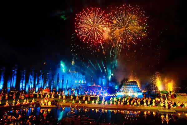 Tại Bangkok, Loy Krathong được tổ chức trên toàn thành phố với các buổi biểu diễn văn nghệ, âm nhạc truyền thống, bắn pháo hoa, giải trí dân gian…