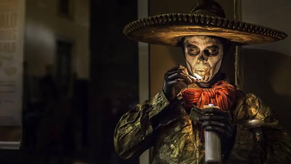 """""""Ngày của người chết"""" là một lễ hội độc đáo của người dân Mexico."""