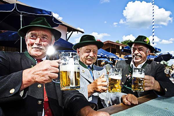 Lễ hội Oktoberfest kéo dài 16 ngày từ cuối tháng 9 đến hết tuần đầu tiên của tháng 10 là một phần quan trọng trong đời sống văn hóa của người dân Bavaria - Đức.