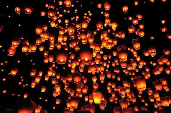 Vẻ đẹp huyền ảo của những chiếc đèn trời được thả trong lễ hội