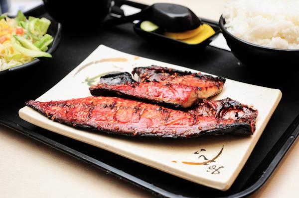 Món ăn tinh tế tại nhà hàng Nakajima Suisan.