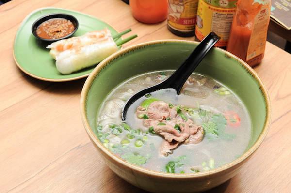 Món phở Việt Nam tại NamNam Noodle Bar.