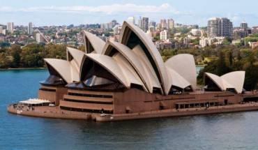 Nhà hát Opera Sydney là công trình mang tính biểu tượng của thành phố cảng Sydney