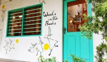 Tiệm sách Woods in the Books với hình vẽ trang trí ngộ nghĩnh, đáng yêu ngay từ bên ngoài. (Ảnh: Internet)