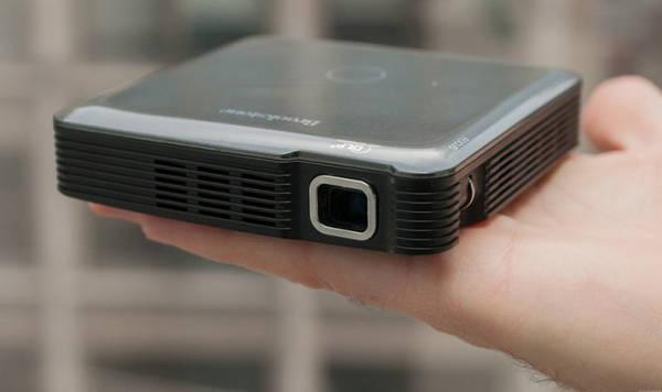 Máy chiếu Pocket Projector Pro giá 450 USD.