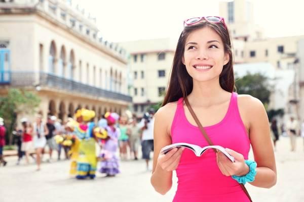 Nhiều du khách thường phó mặc vào sách hướng dẫn