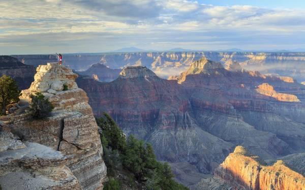 Vườn quốc gia Grand Canyon là một trong những điểm du lịch nổi tiếng nhất thế giới với những hẻm núi đủ màu sắc.
