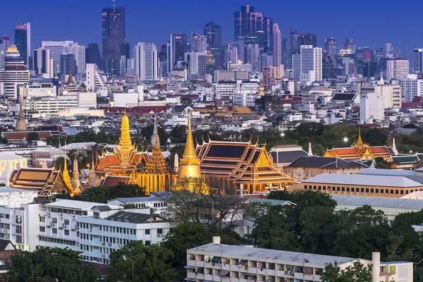 Tham gia vào tour du lịch này, du khách sẽ được khám phá các đền thờ và cung điện nổi tiếng tại Bangkok.