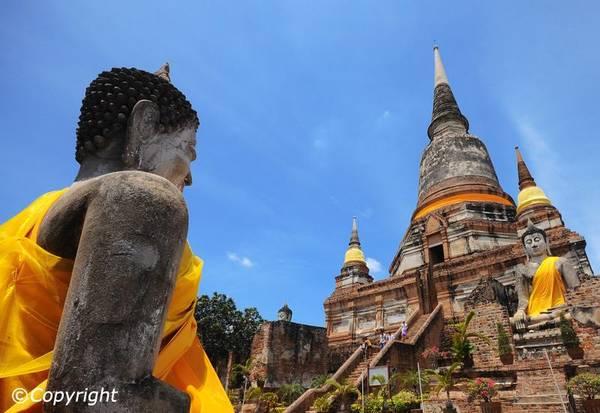 Ayutthaya luôn ẩn chứa những sức hút kỳ lạ thông qua những di tích lịch sử, với các đền thờ và cung điện ấn tượng.