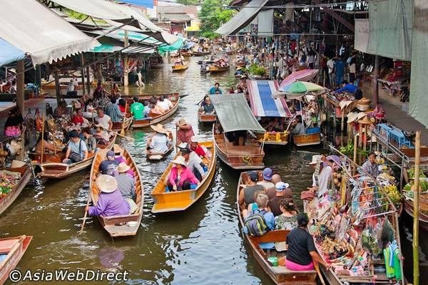 Chợ nổi Damnoen Saduak của tỉnh Ratchaburi, là điểm đến mà bất cứ khách du lịch Thái Lan nào cũng không thể bỏ qua.