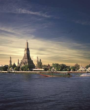 Một trong những sức hút của du lịch Thái Lan là chuỗi công trình kiến trúc cổ kính, như đền vàng, tháp vàng, chùa vàng…