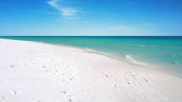 Tháng 9 hàng năm, bãi biển đẹp nhất thế giới Emerald Coast, Mỹ giảm giá đặc biệt từ 10% tới 20%