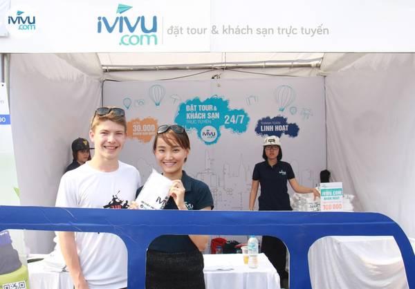 Rất nhiều món quà xinh xắn từ iVIVU.com đã được lần lượt trao đến những vị khách tham gia trò chơi cùng iVIVU.com.