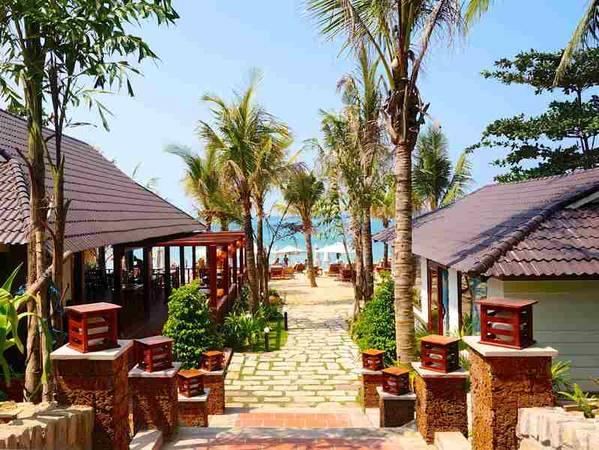 Khu nghỉ dưỡng Coral Bay Phú Quốc sở hữu những biệt thự nhà gỗ riêng biệt và sang trọng.